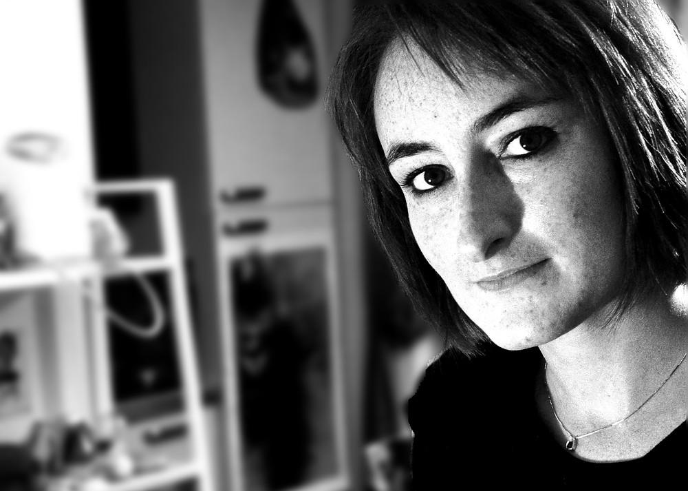 Nina Ferrari - biografo scrittrice libro biografia intervistata da rivista UnderTrenta Maria Liana Dinacci
