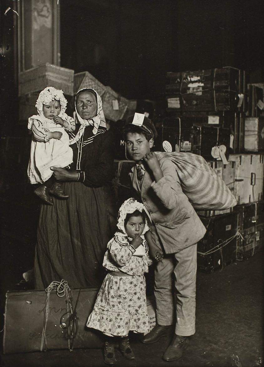 nascita del fotogiornalismo Lewis Hine migranti italiani - Il Tuo Biografo