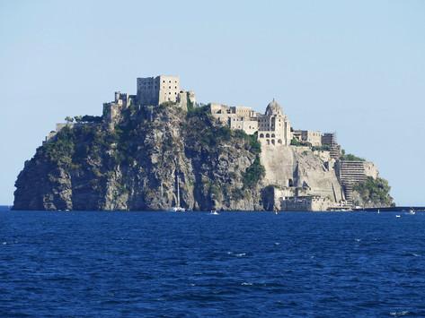 I Racconti della Cantina 5: le origini di un mondo racchiuso in un'isola