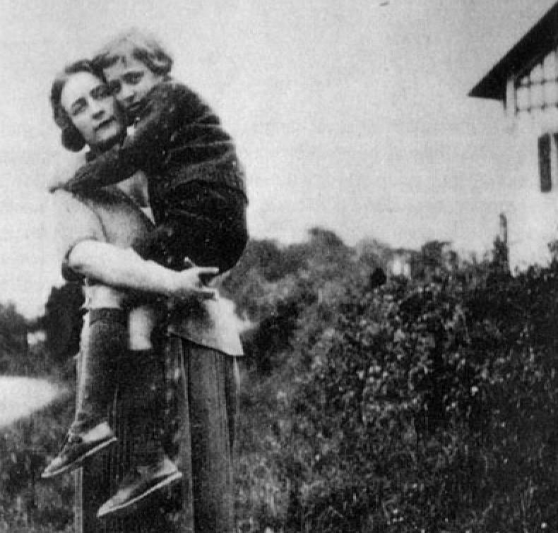 Roland Barthes Dove lei non è diario perdita madre figlio Il Tuo Biografo Nina Ferrari