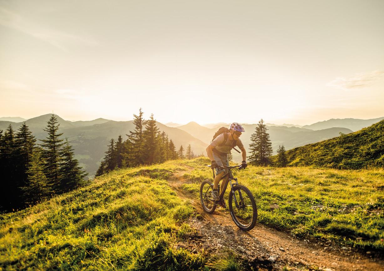 Mountainbiken auf den Grasbergen der Kitzbüheler Alpen.