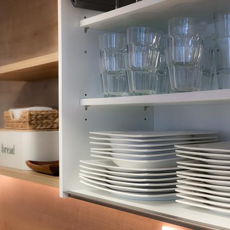 Voll ausgestattete Küche.