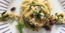 spaghetti-pistacchio-zucchine-e-gamberet