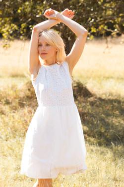 Kleid aus Baumwollstickerei
