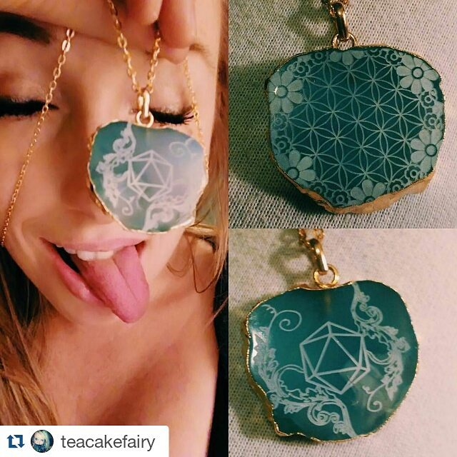 happy customer! _teacakefairy _#odesza _odesza #sacredgeometry #flowers #laseretched #agate #goldpla
