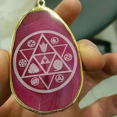 for the awesomely talented _bheinz63 _#laseretched #agate_#zelda #ocarinaoftime #triforce #sixmedall