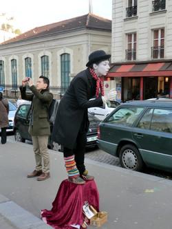 Mimo en una calle de Paris.