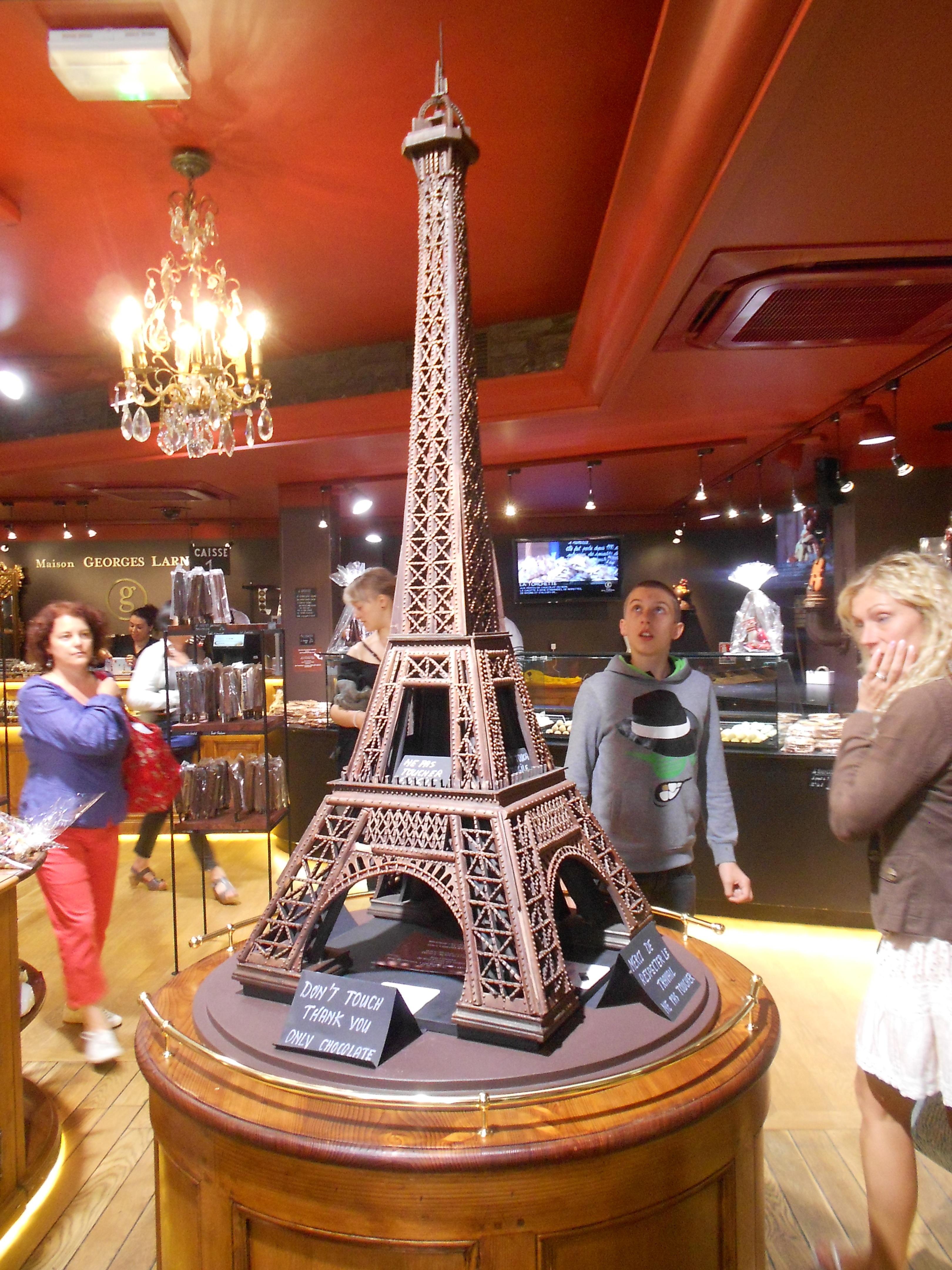 Tour Eiffel en tienda de chocolates