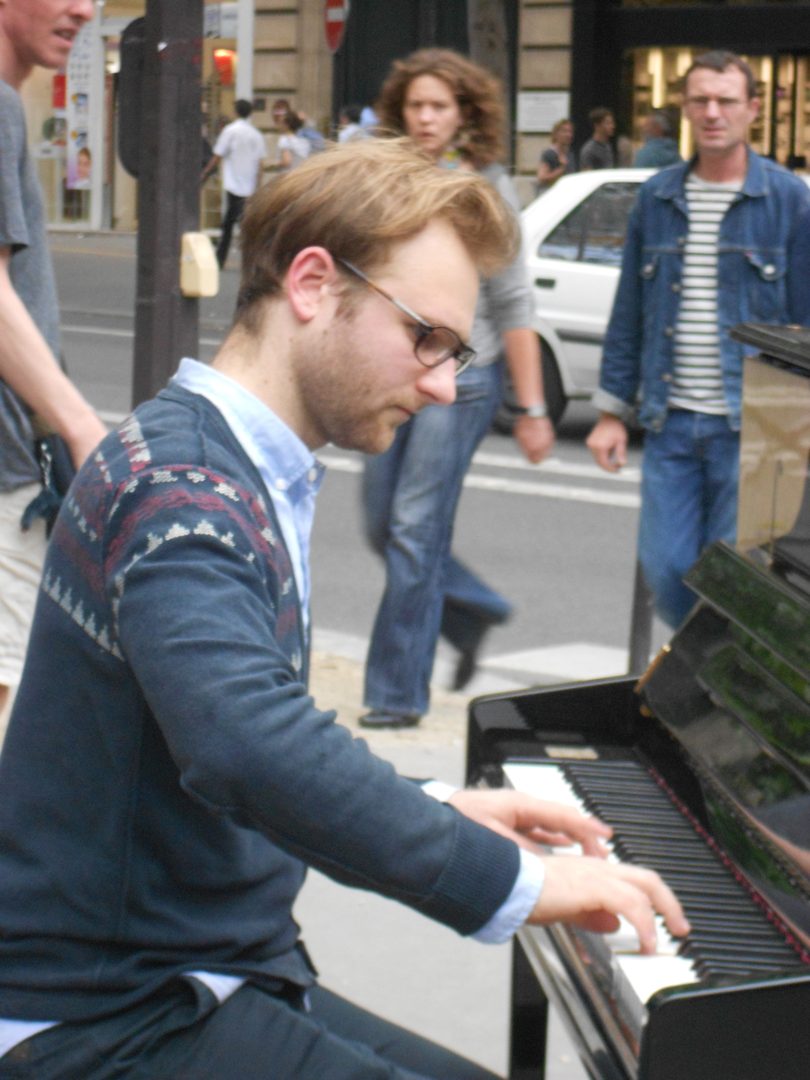 Pianista en una calle de Paris