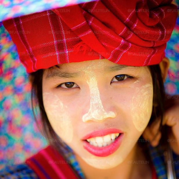 Portrait d'une jeune fille Pao maquillée au Tanaka