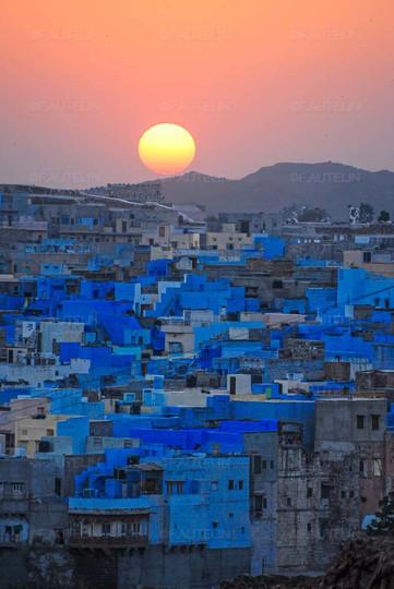 Lumière sur la ville bleue