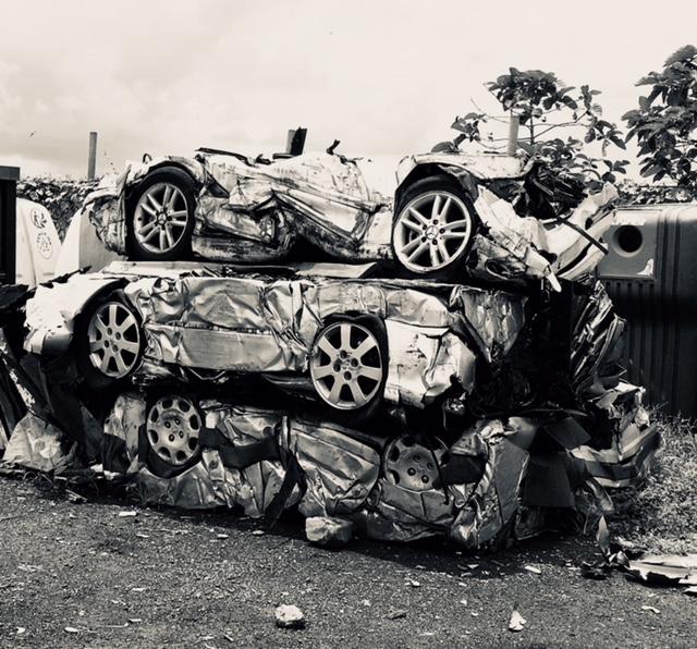 carcasse voitures compactées