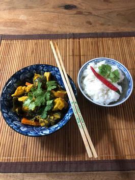 Poulet au curry et lait de coco avec son riz parfumé 15€