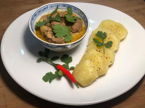 Curry vert d'agneau et lait de coco. 17€.
