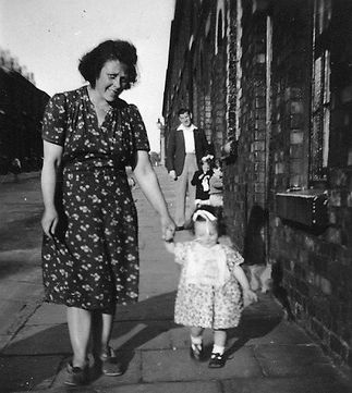 Auntie Lilly with pam in Teulon St (2)xx