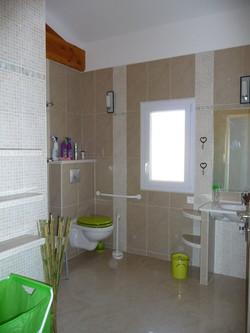 Salle de bain adaptée