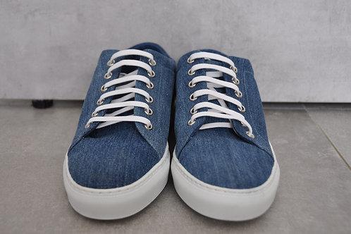 Sneaker, witte zool, Jeans