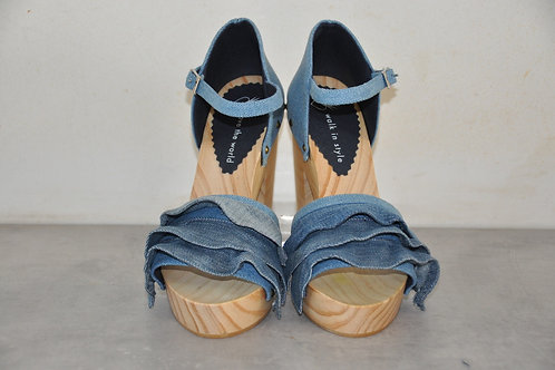 High heels, rushes, jeans
