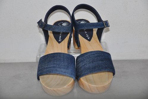 Low heels, straight, jeans