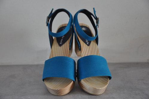 Heels, straight, blue