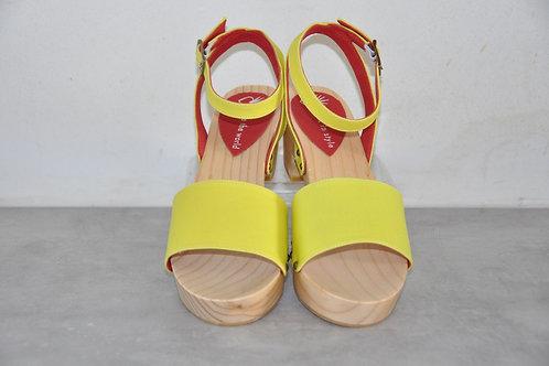 Low heels, straight, yellow