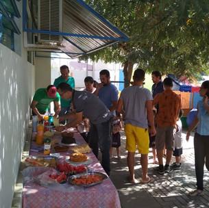 Em comemoração ao Dia dos Pais, as crianças do Jardim I e II participaram de um café da manhã bem especial. Elas receberam os papais aqui no IAE. Foi um momento de muita alegria e emoção.     Já a turminha do Maternal preparou um brigadeiro delicioso para eles. A atividade foi coordenada pelas professoras Jaqueline Silva e Edilaine Avelino.     E, no dia 26, estudantes do IAE e papais participaram de festa animada no Rota do Mar Club, com muita música e banho de piscina.
