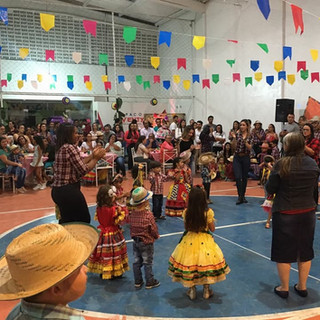 """O """"São João IAE na Diversidade Musical"""", realizado dia 15, no Espaço Viventy, foi repleto de animação e divulgações da nossa cultura. Os estudantes do IAE deram show de dança e música."""