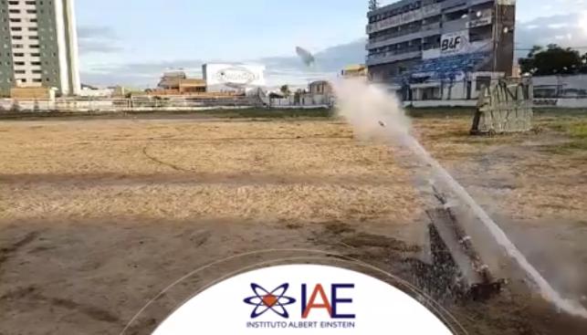Alunos participam de mostra de foguetes