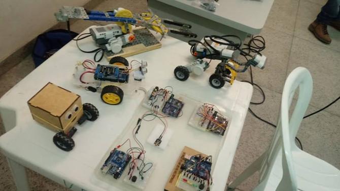 Professores têm experiência com robótica