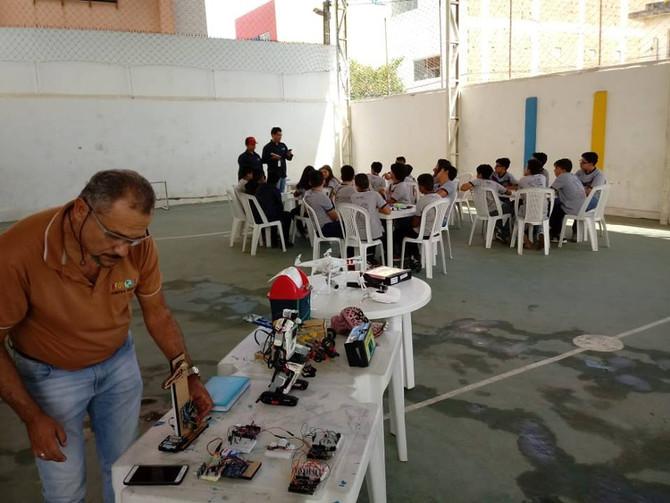 Estudantes do IAE participam de projeto de robótica