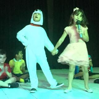 """Sucesso! A Semana de Literatura Infantil do IAE superou a lotação do Teatro de Santa Cruz do Capibaribe no dia 6 de setembro de 2018. O tema desta edição foi """"O Universo Fantástico dos Desenhos e HQs""""."""