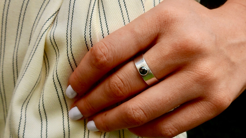 Silver ring with Onyx Cabachon and thick band