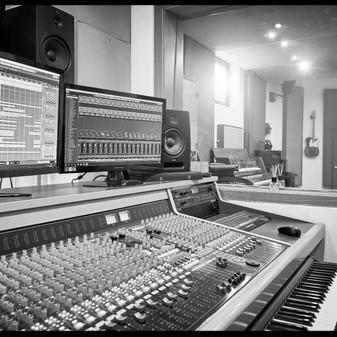 Daniel Stadler_frame records_mixing_desk