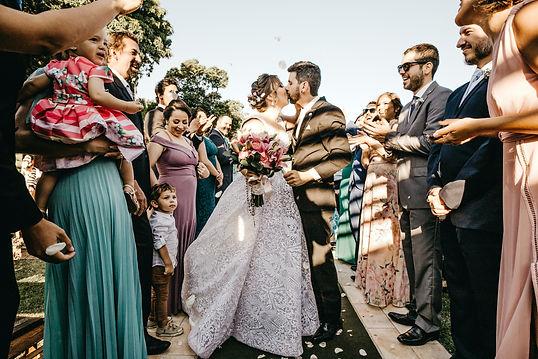 bride-and-groom-kissing-3263714.jpg