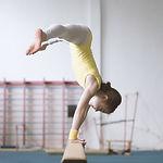 Mädchen üben Gymnastik