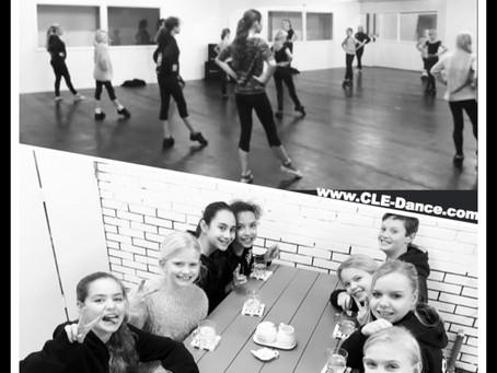 We zijn begonnen!!! De eerste dansles in onze eigen dansstudio. Ze voelen zich al helemaal thuis!
