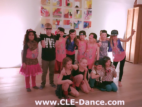 Groot feest bij Pippa thuis!!! 12 enthousiaste kids, coole muziek, stoere dans, leuke kostuums, chip