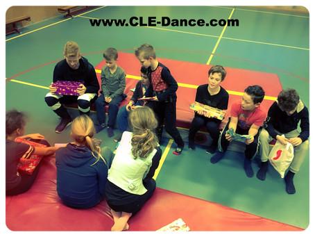 Sinterklaas dobbelen met de C.L.E Urban/Dance Hiphop groep!! Allemaal super fanatiek voor dat ene le