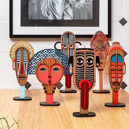 Masque africain sur socle