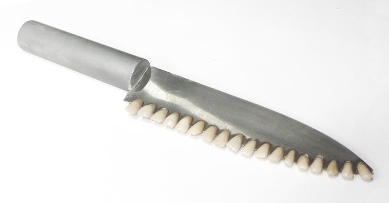 Couteau à dents. 2007