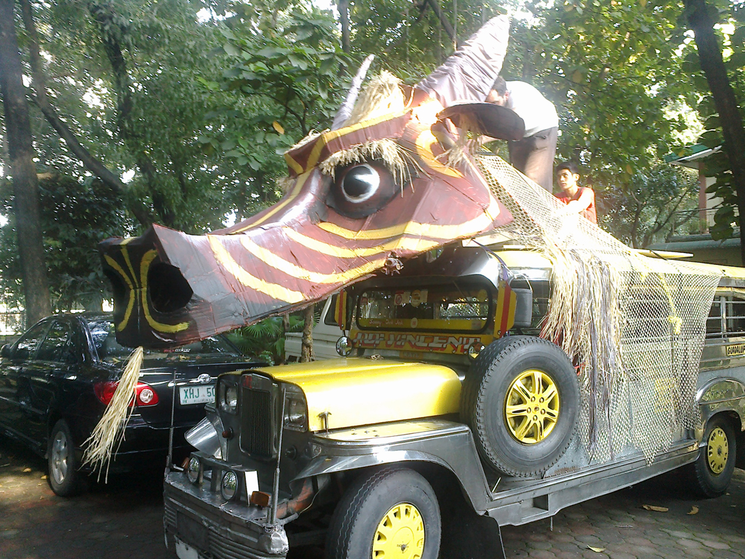 Marionnettes géantes. 2013.