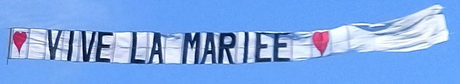 Banderole, bannière, bâche, message publicitaire dans le ciel -Air Média Pub