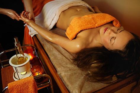 massage à l'huile tiède