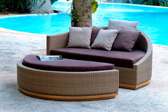 9 Trendy Outdoor Sitting & Outdoor Furniture Styles
