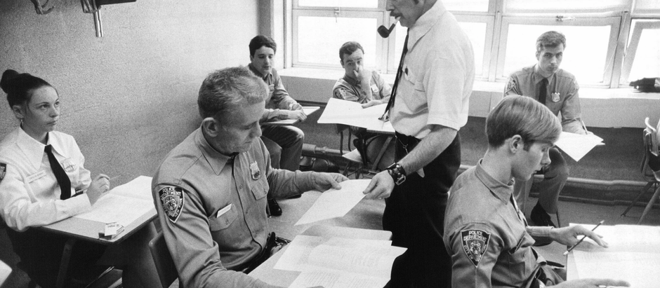 Harvey Schlossberg, Cop With a Ph.D. in Defusing a Crisis, Dies at 85
