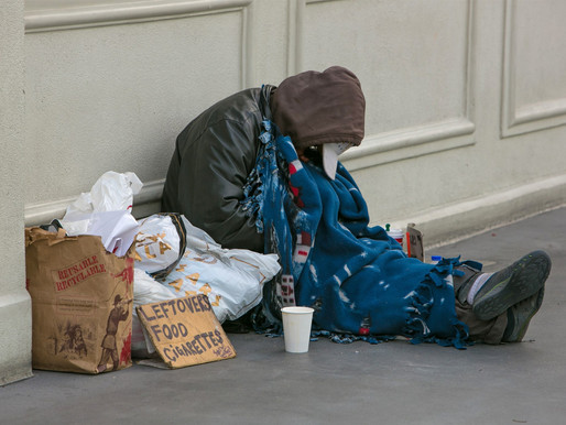 Las Vegas adopts ban that prohibits sleeping, camping on streets and sidewalks