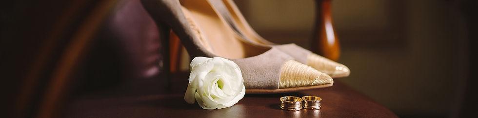 menyasszonyi cipő és gyűrű
