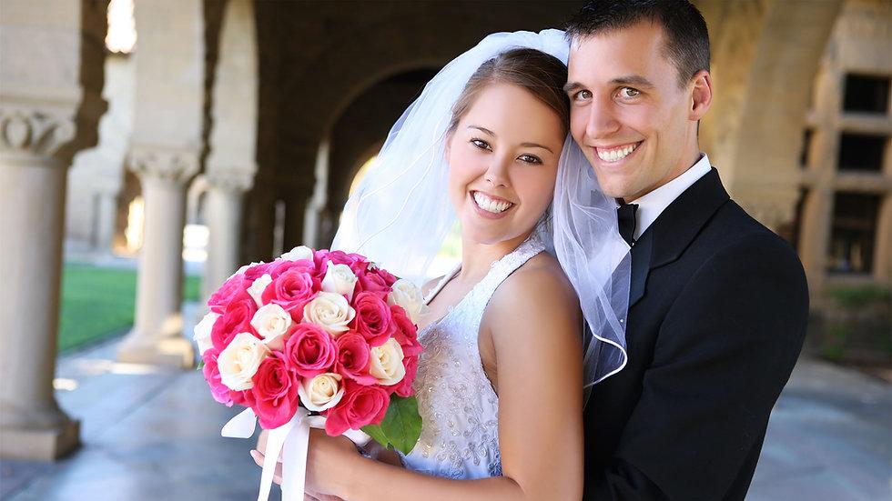 esküvői videóra készülő pár