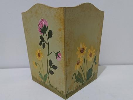素敵な花の絵が手描きされた木のボックス