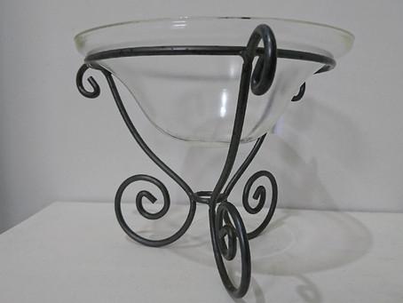 ガラスの器と鉄のベース